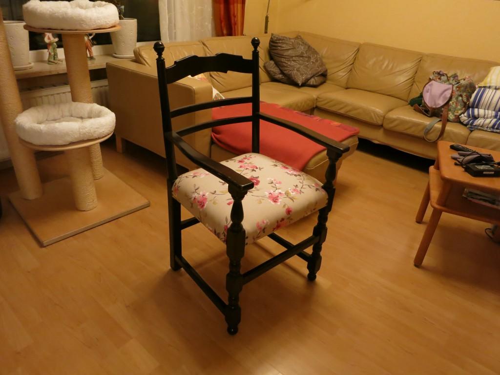 ein umzug und wie man einen stuhl bezieht nahtige zeiten. Black Bedroom Furniture Sets. Home Design Ideas